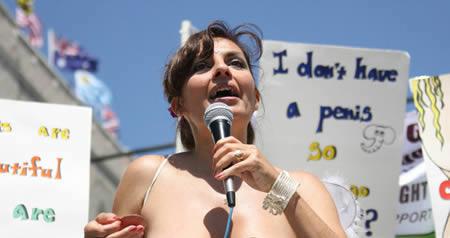 Existe uma ONG que luta pelo direito das mulheres fazerem topless